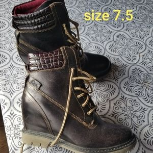 CAT wedge boots